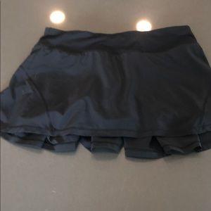LULULEMON black skirt size 6